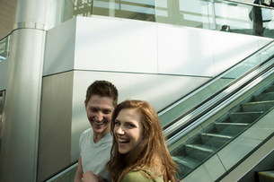 Young couple travelling on escalatorの写真素材 [FYI03483474]