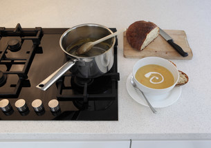 Homemade soup on kitchen counterの写真素材 [FYI03483598]