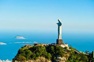 Christ the Redeemer statue overlooking Rio de Janeiro, Braziの写真素材 [FYI03483675]