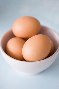 Still-life eggs in a bowlの写真素材 [FYI03485027]