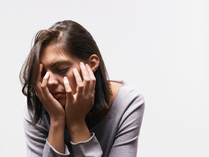 Woman looking depressedの写真素材 [FYI03485180]