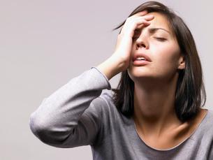 Woman looking depressedの写真素材 [FYI03485183]