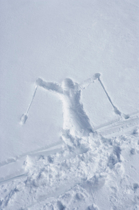 Skiers Outline in the Snowの写真素材 [FYI03485683]