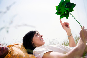 Woman in Grass with Windmillの写真素材 [FYI03485935]