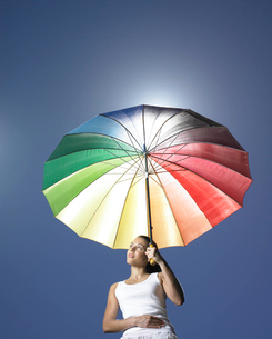 Girl with sun parasolの写真素材 [FYI03486469]