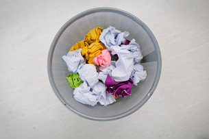 A paper waste basketの写真素材 [FYI03486602]