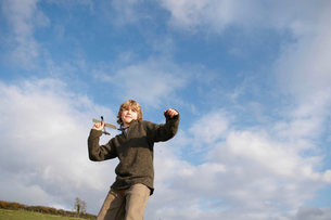 Boy with toy plane in countrysideの写真素材 [FYI03487243]