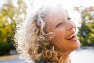 Woman enjoying leisure timeの写真素材 [FYI03487348]