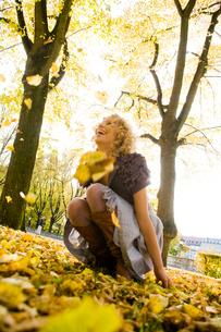 Woman enjoying leisure timeの写真素材 [FYI03487358]