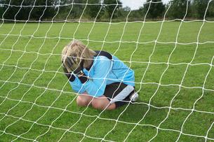 Goalkeeper with head in handsの写真素材 [FYI03487644]
