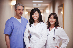 Female Doctors and male surgeon smilingの写真素材 [FYI03488615]