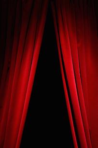 Red velvet curtainsの写真素材 [FYI03489546]