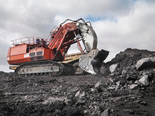 Red Digger Working In Coal Mineの写真素材 [FYI03489717]