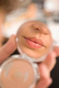 Glossy Lips in a mirrorの写真素材 [FYI03490540]