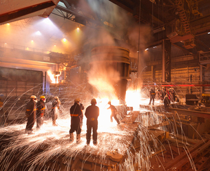 Workers With Molten Steel In Plantの写真素材 [FYI03490836]
