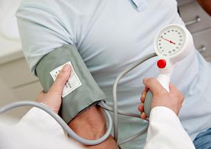 Doctor  patient's taking blood pressureの写真素材 [FYI03491350]