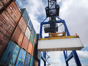 Shipping containers with gantry craneの写真素材 [FYI03491602]