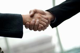 Handshakeの写真素材 [FYI03491796]