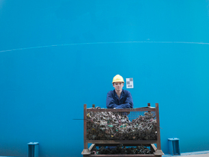 Worker in coal fired power stationの写真素材 [FYI03492067]