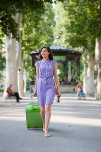 Young woman travellingの写真素材 [FYI03492673]