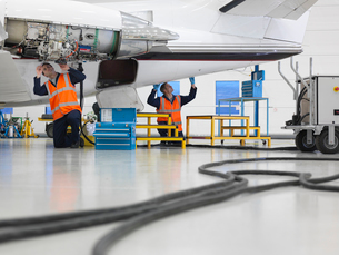 Engineers work on jet aircraftの写真素材 [FYI03493462]