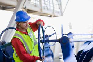 Builder doing maintenance worksの写真素材 [FYI03493913]