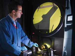 Engineer using shadow graphの写真素材 [FYI03494102]