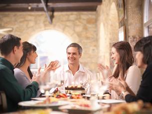 People celebrating in restaurantの写真素材 [FYI03494271]