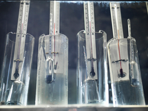 Thermometers checking whisky in stillの写真素材 [FYI03494466]