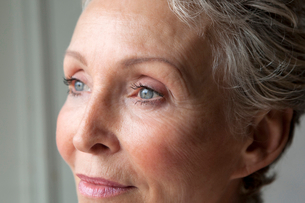 Close up of older womans eyesの写真素材 [FYI03495804]
