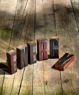 Wooden blocks spelling energyの写真素材 [FYI03496058]