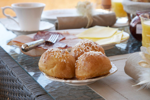 Close up of rolls at breakfast tableの写真素材 [FYI03496952]