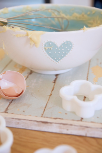 Bowl, egg and cookie cutter in kitchenの写真素材 [FYI03497504]