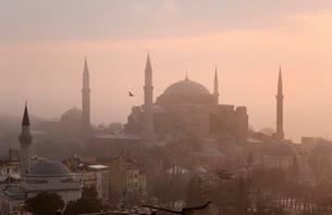 Aya Sofya at dawn, Istanbul, Turkeyの写真素材 [FYI03497577]