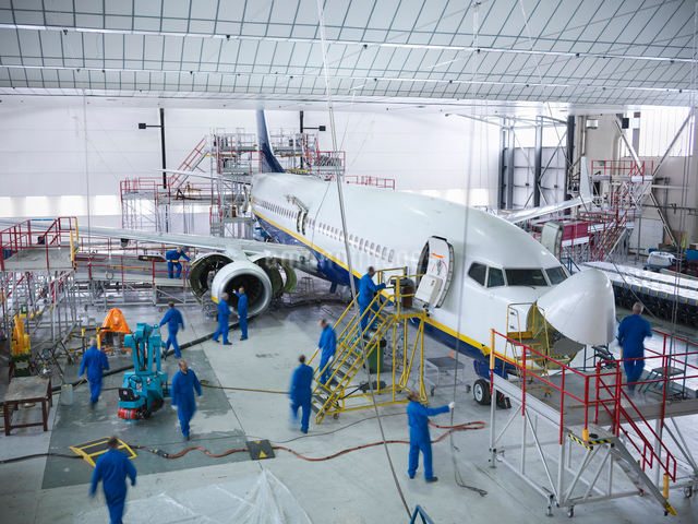 Workers in airplane hangarの写真素材 [FYI03497860]