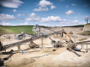 Aerial view of conveyor in quarryの写真素材 [FYI03497897]