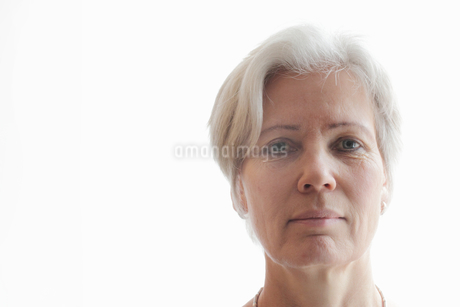 Close up of older womans faceの写真素材 [FYI03498097]
