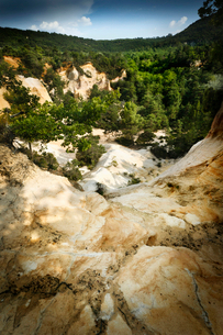 Aerial view of dry rural canyonの写真素材 [FYI03498586]