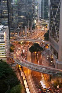 Time lapse view of urban trafficの写真素材 [FYI03498662]