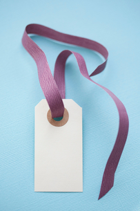 Close up of blank gift tagの写真素材 [FYI03498743]