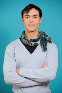 Portrait of young man wearing blue jumper and scarfの写真素材 [FYI03498889]