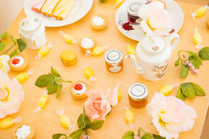 Table with assortment of cakes and confectioneryの写真素材 [FYI03499090]