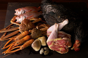 Still life with selection of seafood and chickenの写真素材 [FYI03499581]