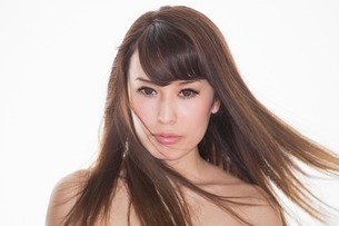 Portrait of brunette woman with windswept hairの写真素材 [FYI03499662]