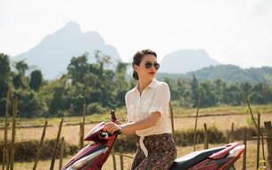 Woman on moped, Vang Vieng, Laosの写真素材 [FYI03500390]