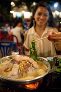 Woman using chopsticks in Korean restaurant, Luang Prabang,の写真素材 [FYI03500408]