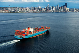 Aerial view of container ship, Seattle, Washington State, USの写真素材 [FYI03501822]