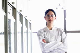 Portrait of female scientist wearing protective gogglesの写真素材 [FYI03503826]