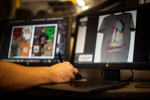 Man using graphic tablet and pen to design t-shirtの写真素材 [FYI03504884]