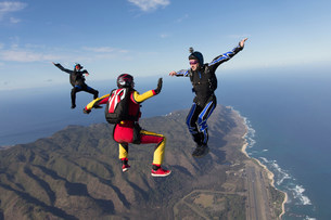 Three formation skydivers free fallingの写真素材 [FYI03505266]
